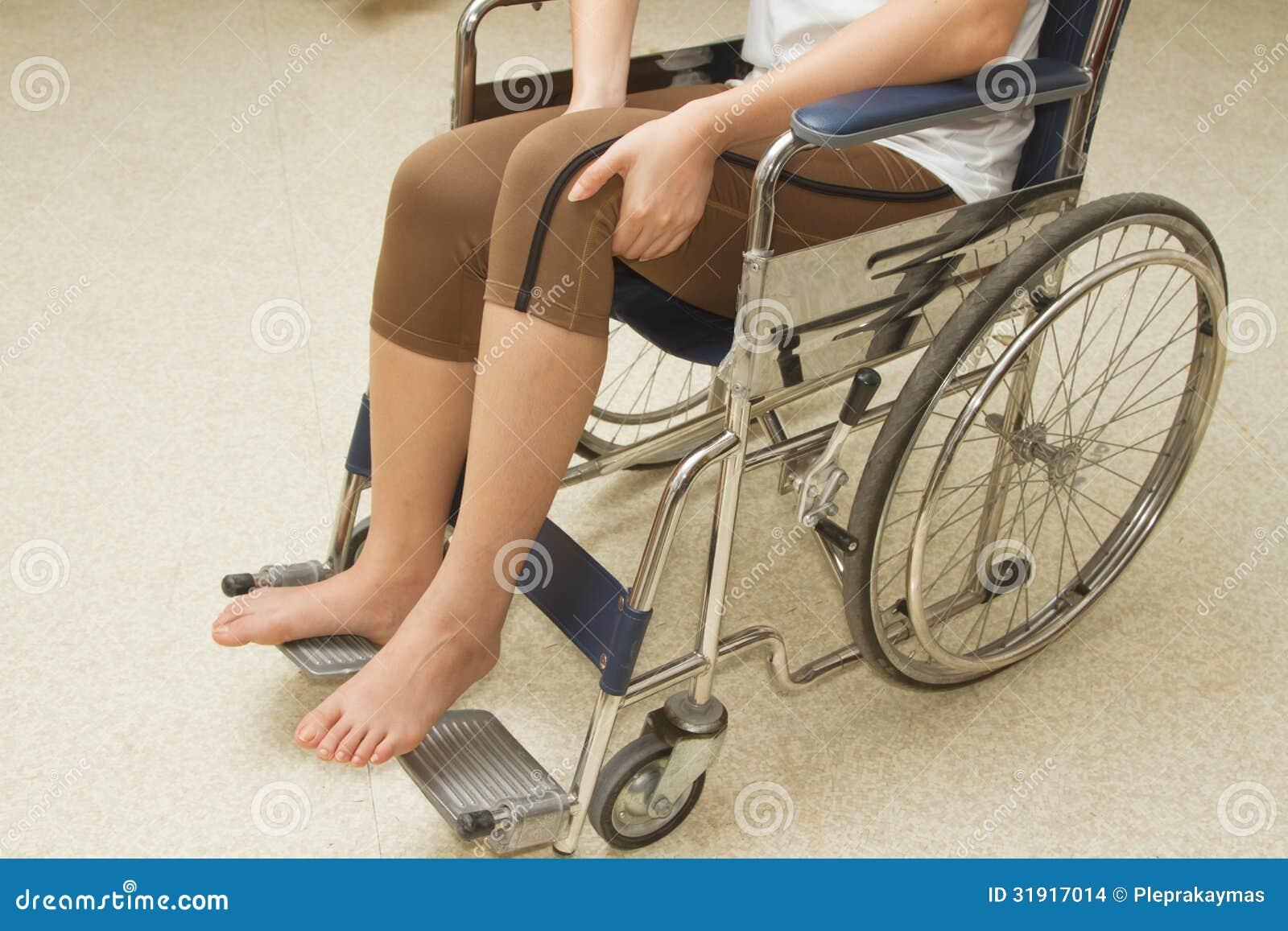 Kobieta w wózku inwalidzkim