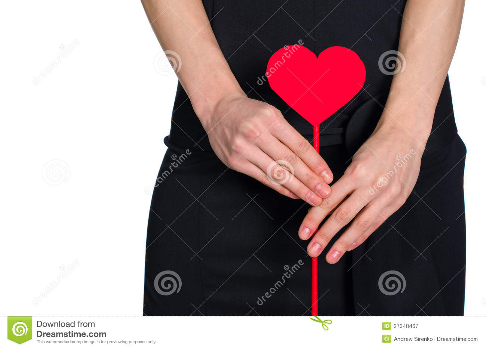 Kobieta wręcza mienia serce z pape