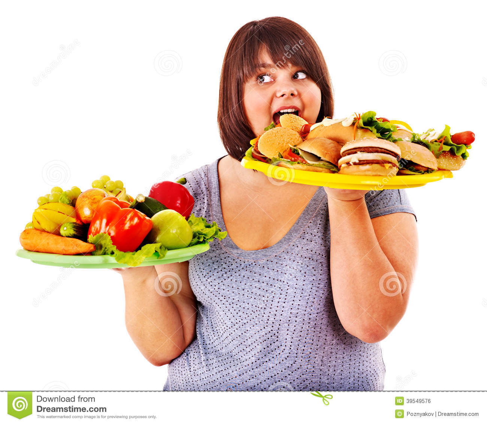 Kobieta wybiera między owoc i hamburgerem.