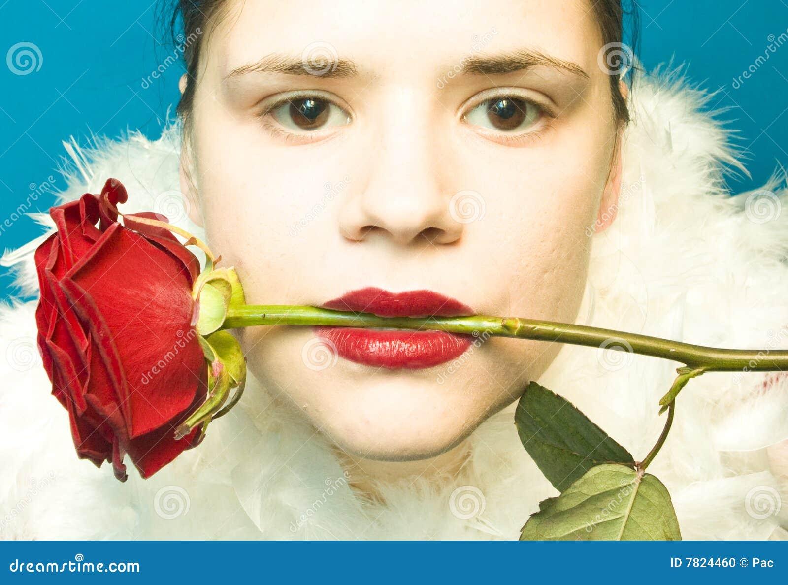 Kobieta z czerwienią wzrastał w usta
