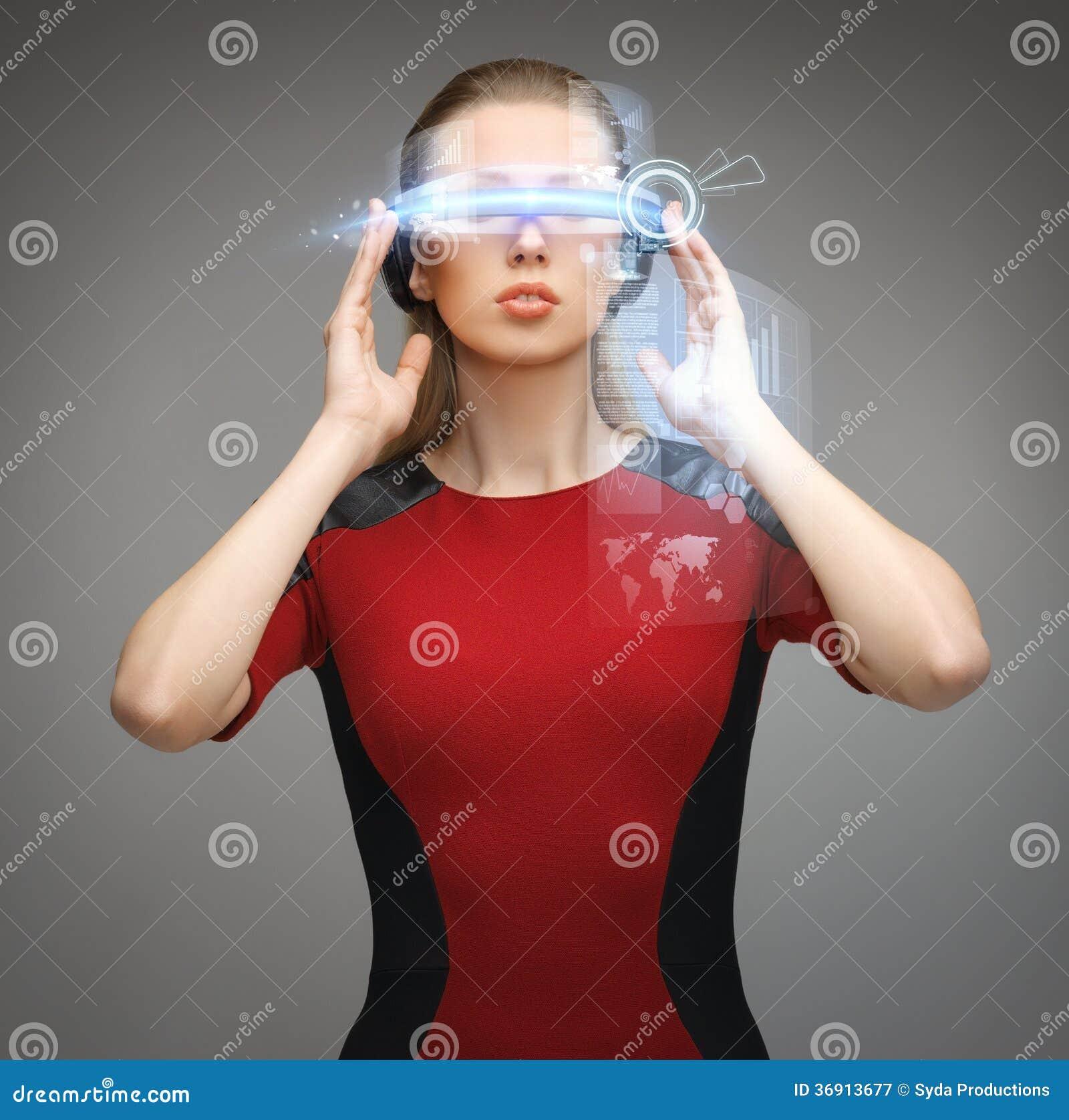 Kobieta z futurystycznymi szkłami