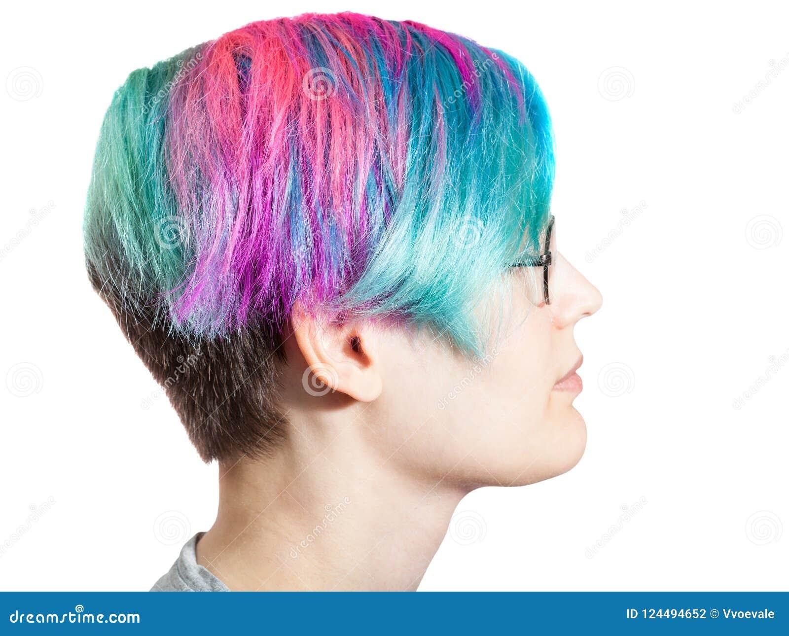 Kobieta z szkłami i wielo- barwionymi farbującymi hairs