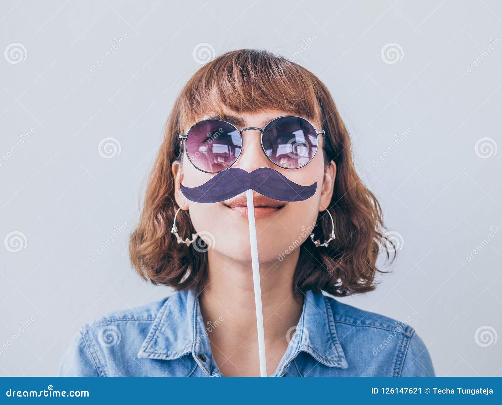 Kobieta z wąsy