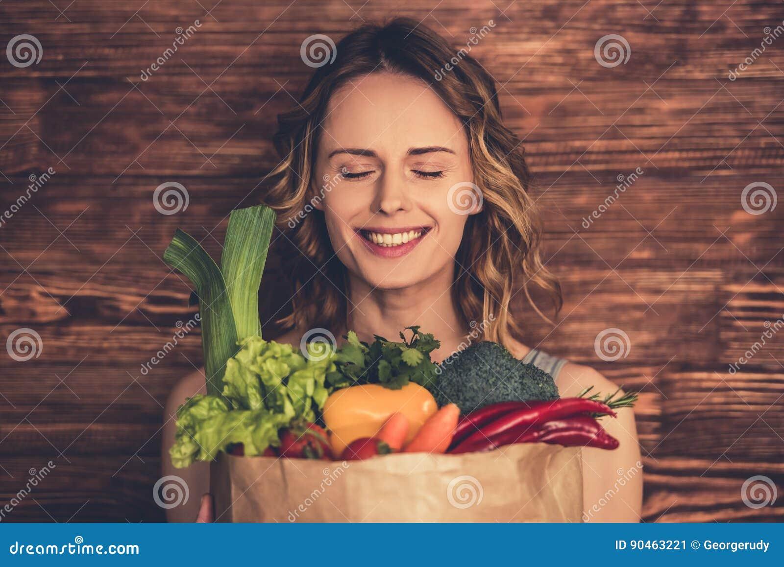 Kobieta z zdrowym jedzeniem
