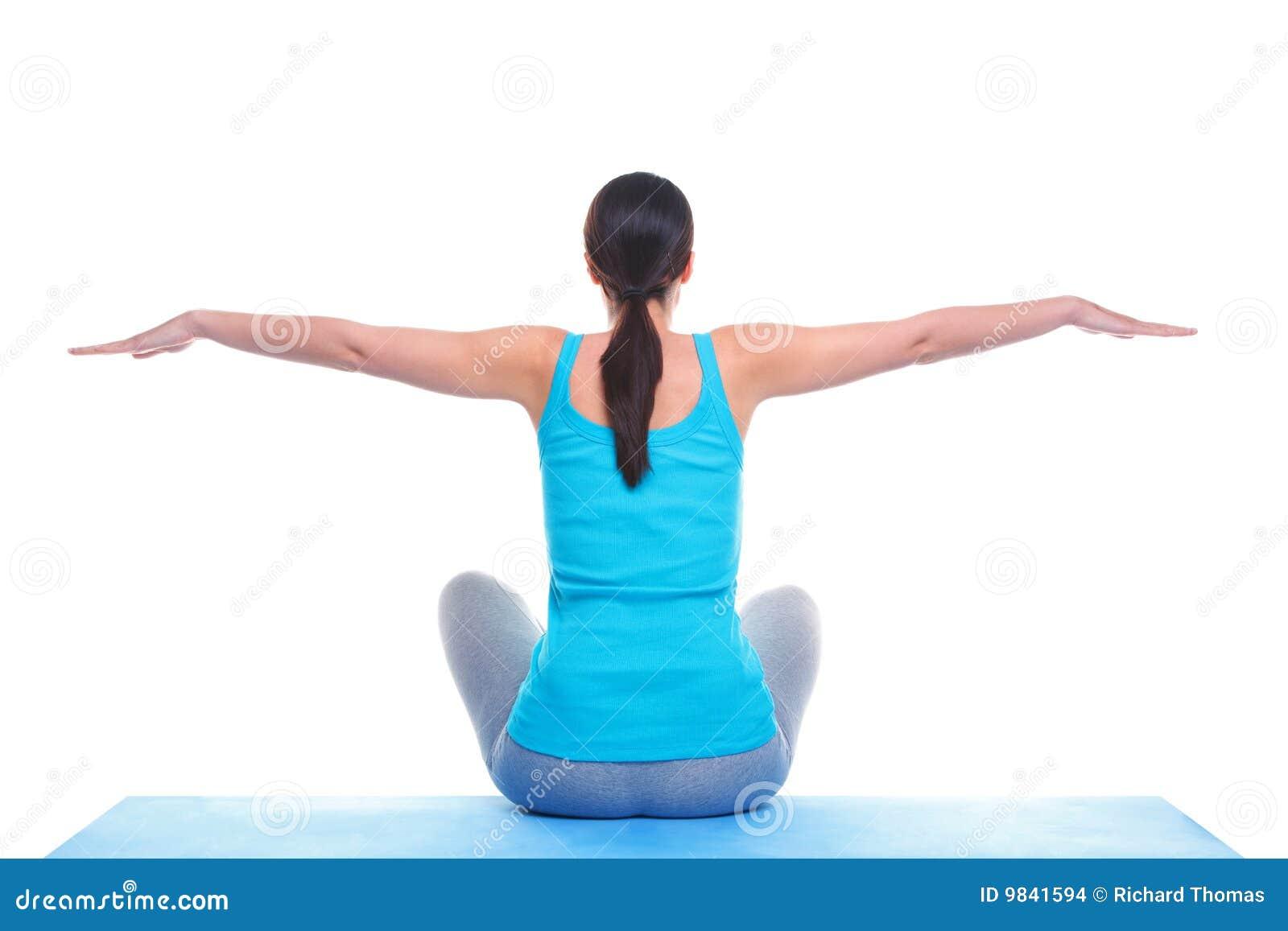 Kobiety balansowy robi joga