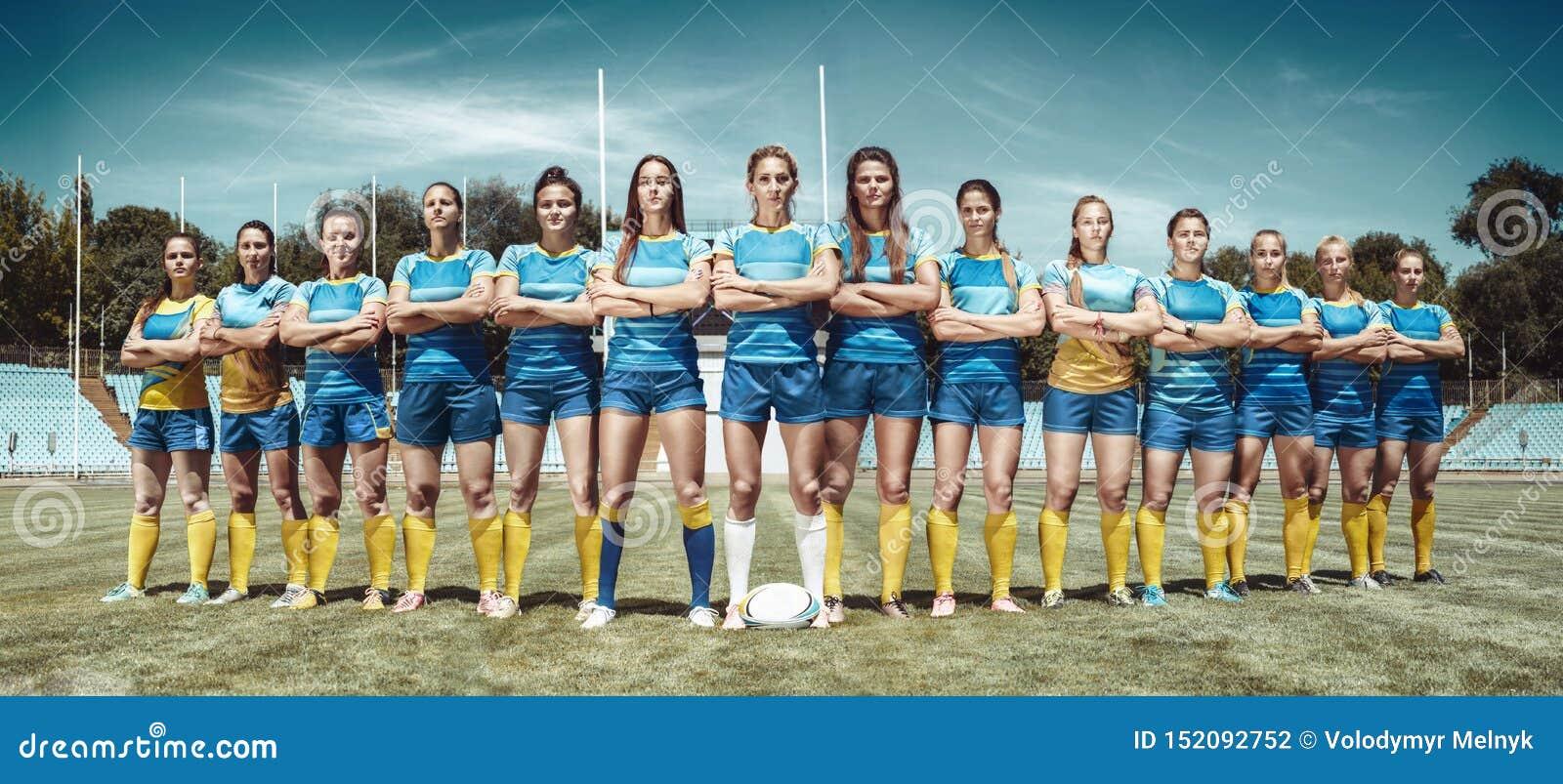 Kobiety drużyna rugby gracze przy stadium