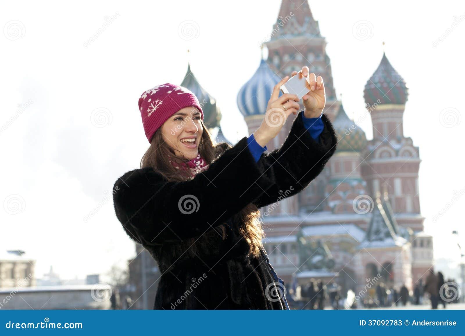 Download Kobiety Fotografujący Przyciągania W Moskwa Obraz Stock - Obraz złożonej z długość, dziewczyna: 37092783