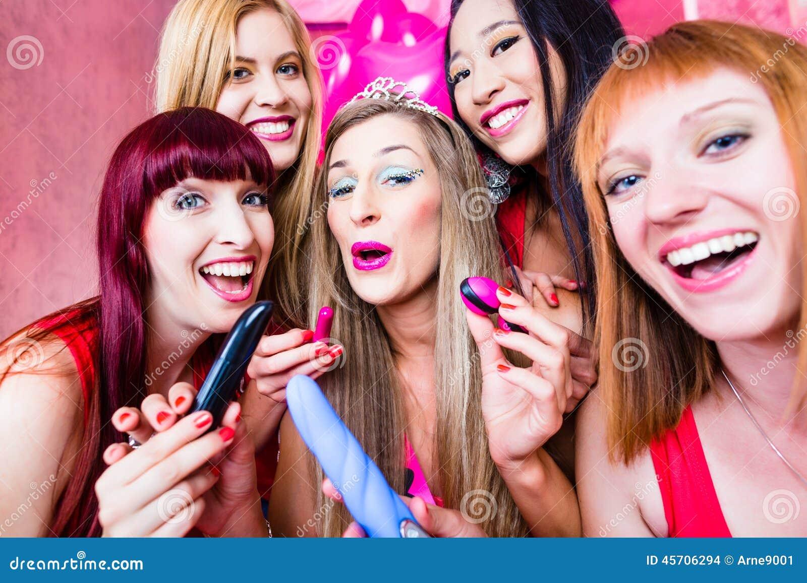 Kobiety ma bachelorette przyjęcia z płci zabawkami