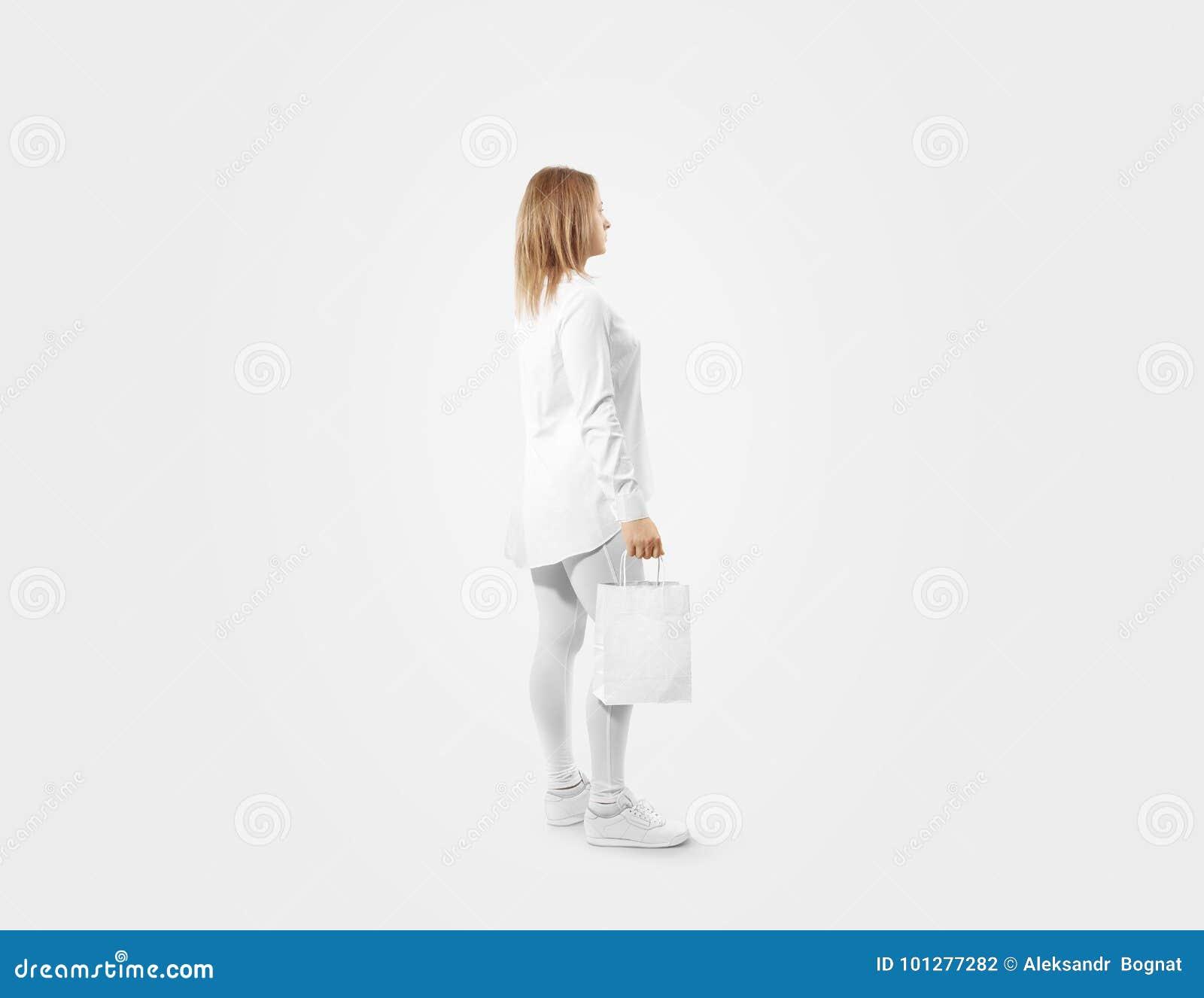 Kobiety mienia rzemiosła papierowej torby projekta pusty biały mockup