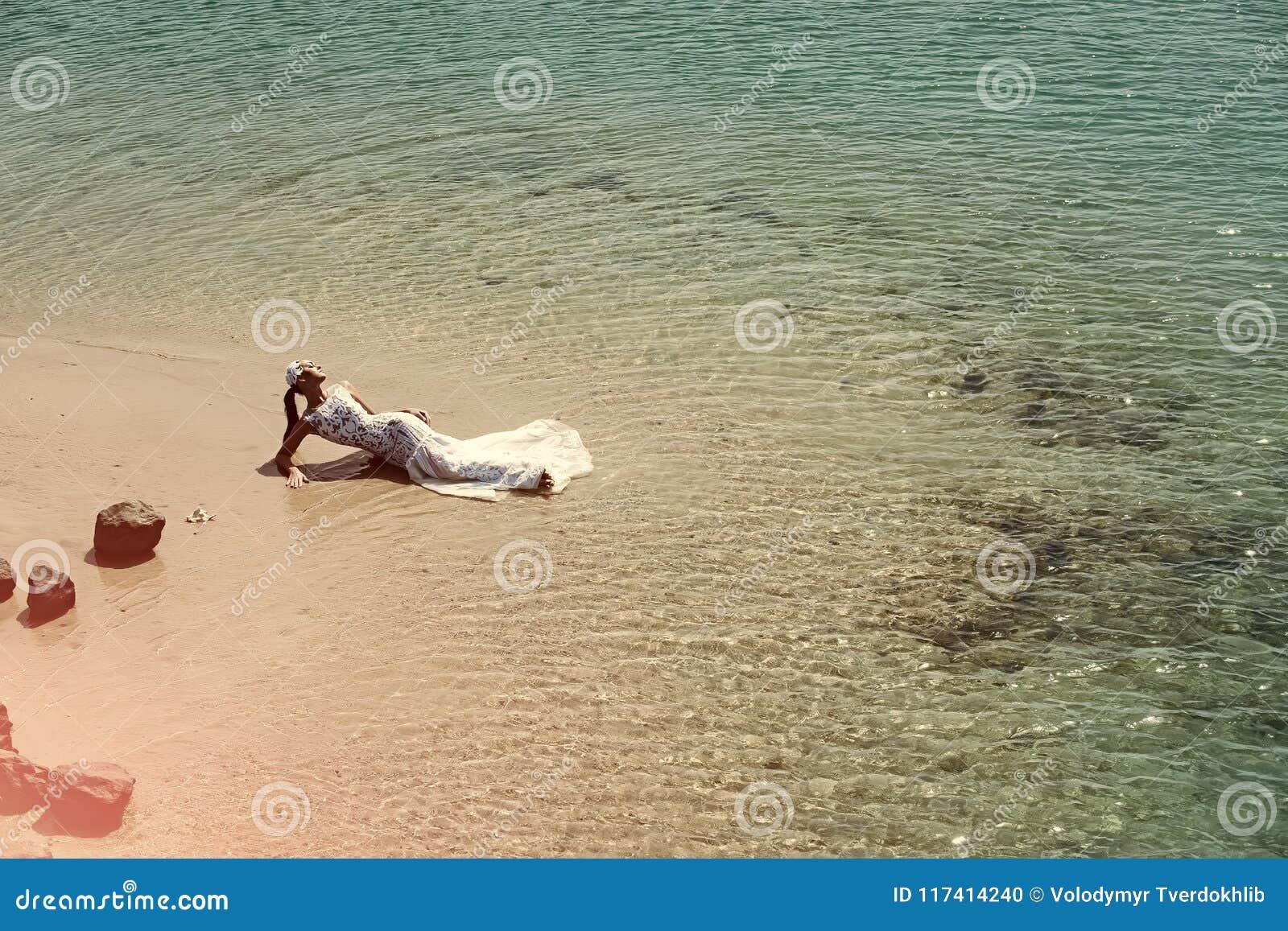 Kobiety twarzy piękno Panna młoda na słonecznym dniu na seascape