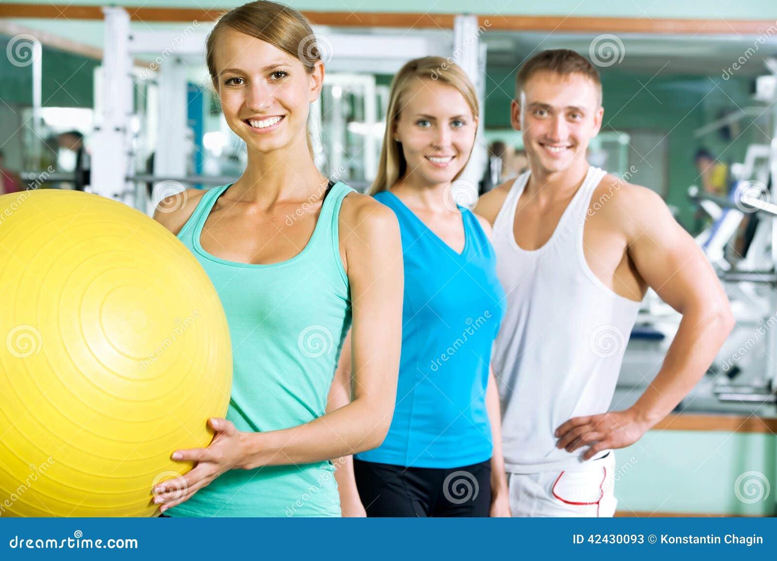 Kobiety z sprawność fizyczna trenerem