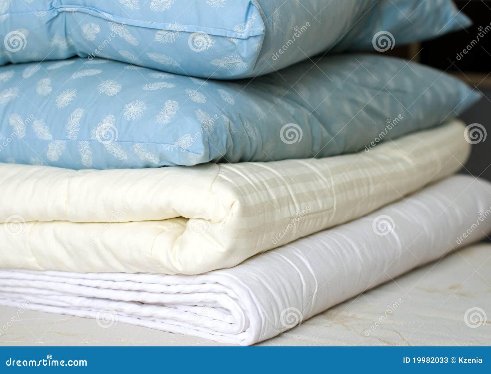 Koc upierzają poduszki
