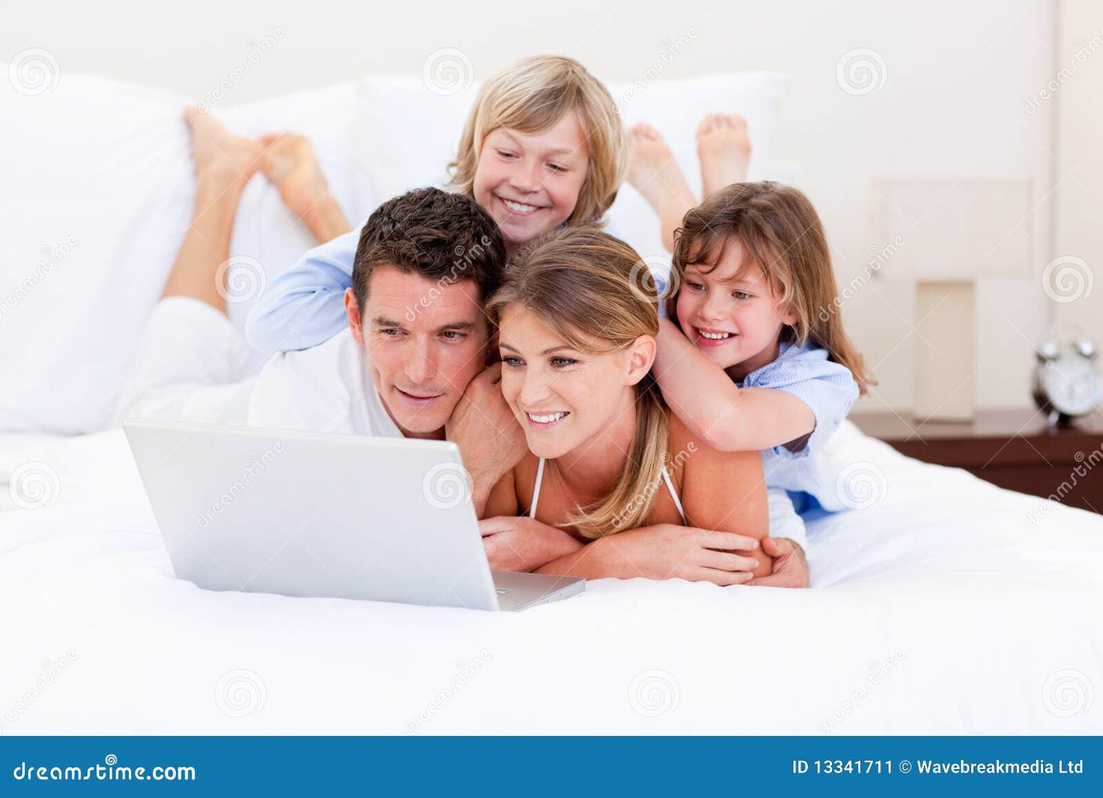 Kochający target2126_0_ rodzinny laptop