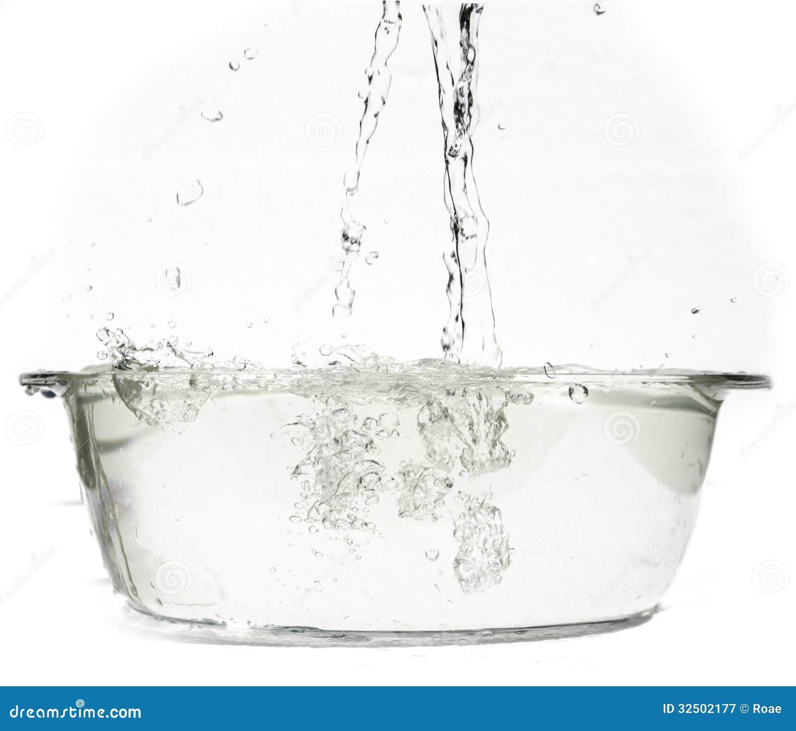 kochendes wasser in einem feuerfesten teller stockbild bild von clear kessel 32502177. Black Bedroom Furniture Sets. Home Design Ideas
