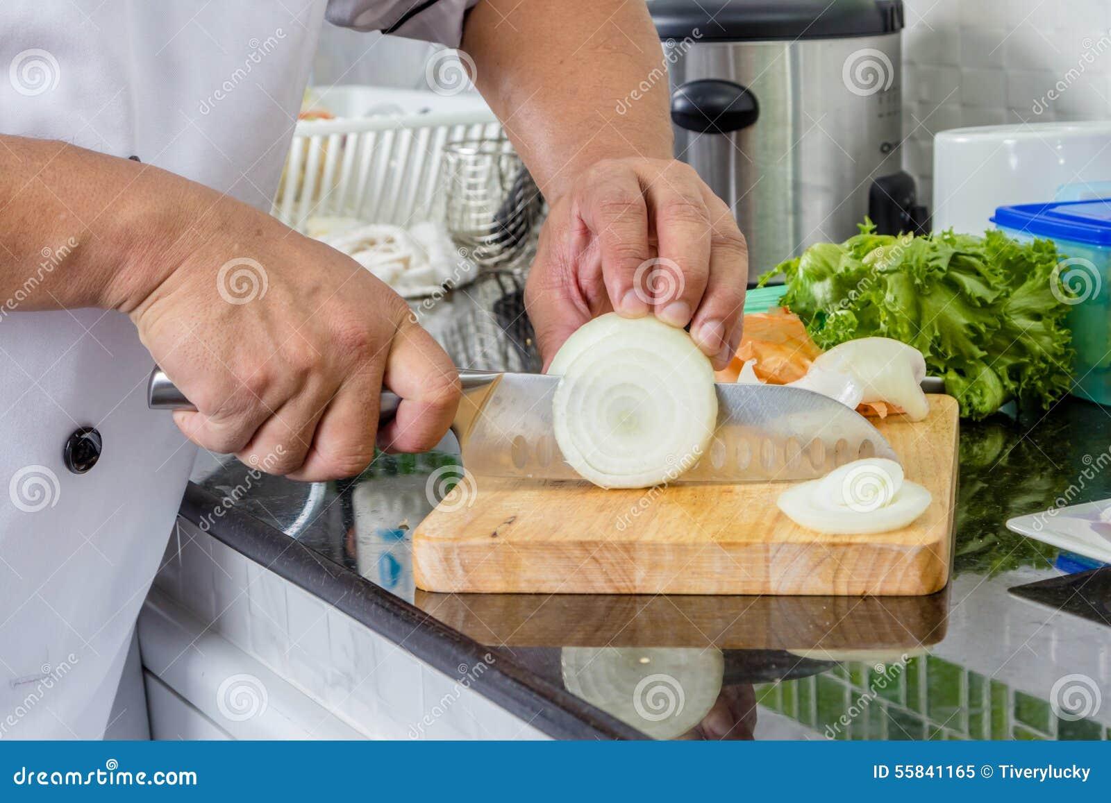 Kock Chopping Onion