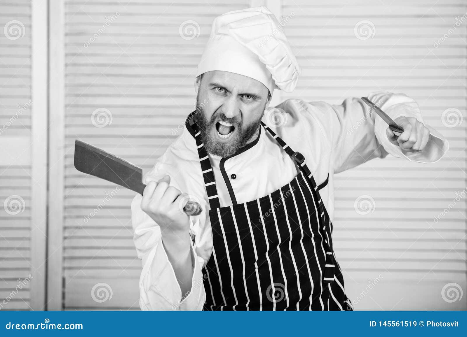 Kock med knivar Yrkesm?ssigt i k?k kulinarisk kokkonst ilsken sk?ggig man med kniven ?lska att ?ta mat s?kert