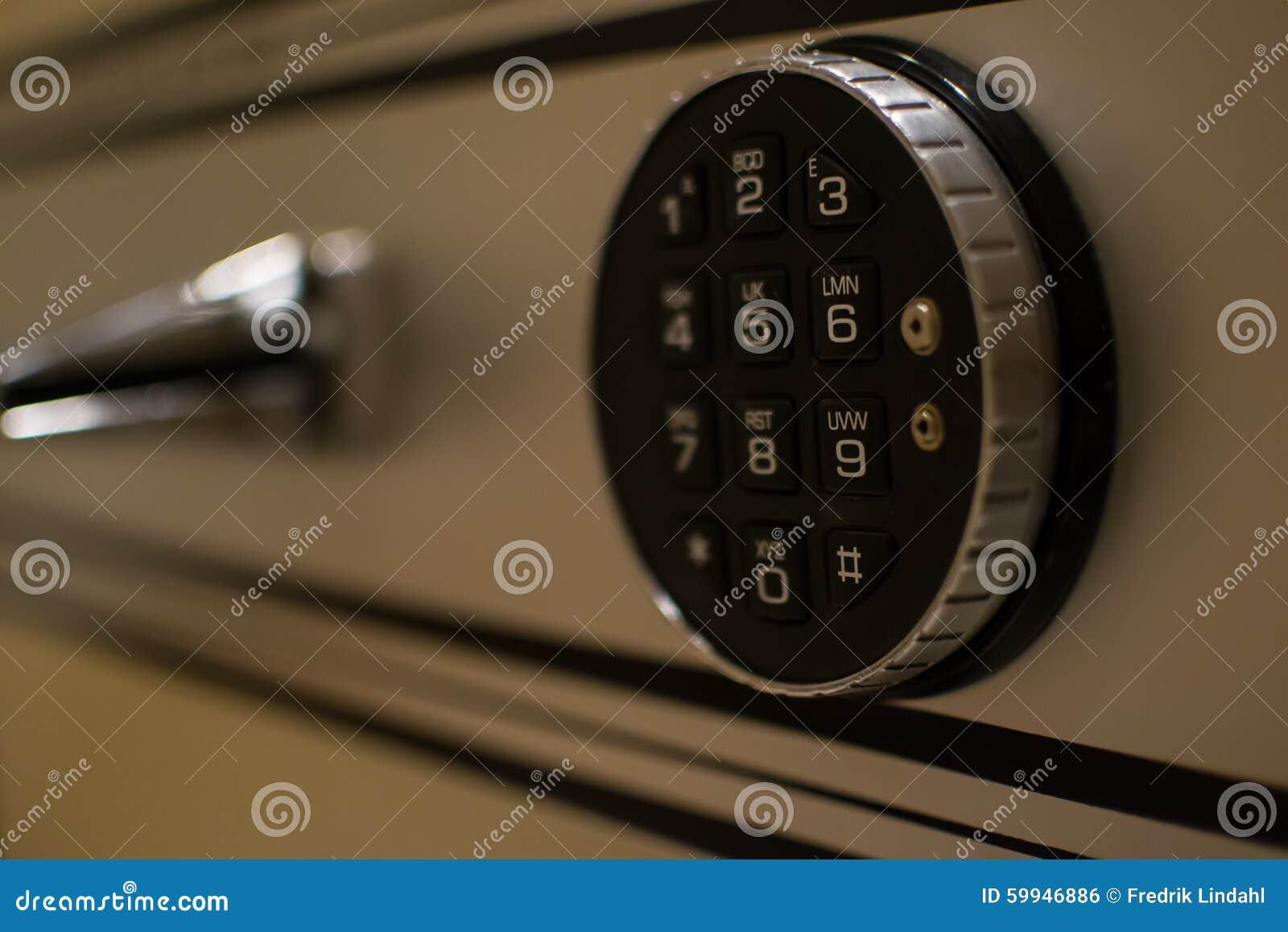 Kodlås på en säker dörr arkivfoto. Bild av deposit, lås - 59946886