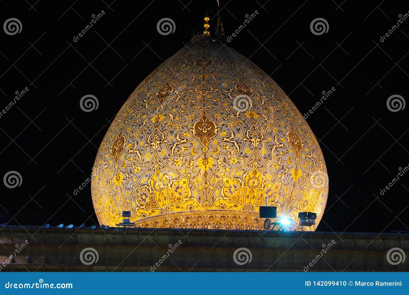 Koepel van de moskee van Sjahceragh, Shiraz, Iran