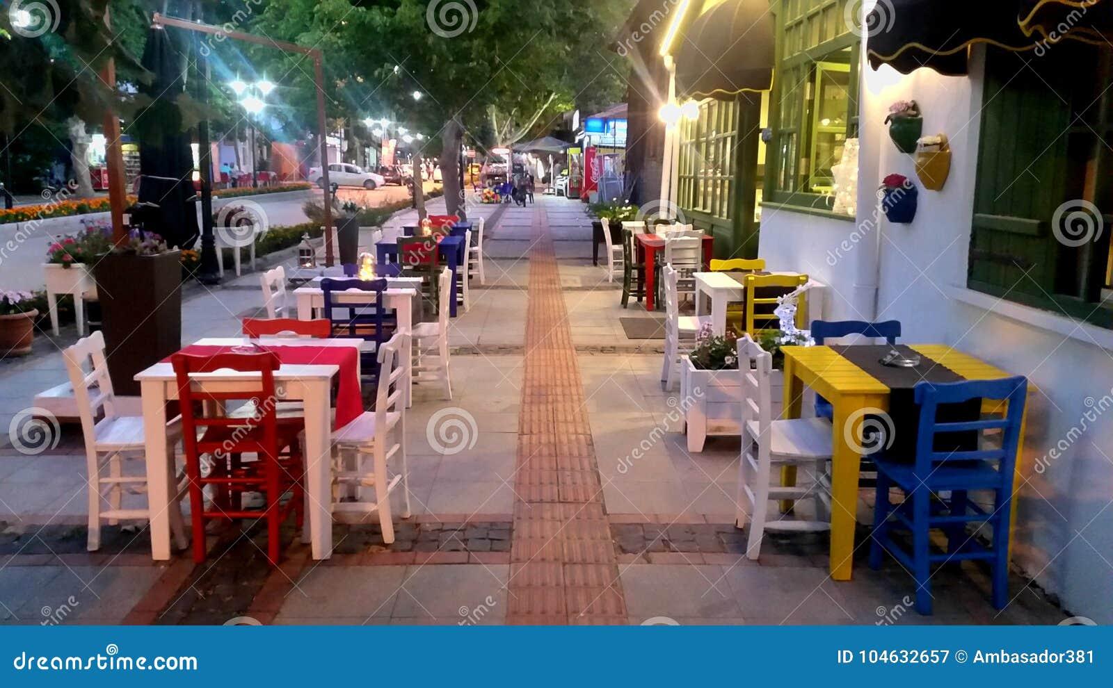 Download Koffie In Edirne In Turkije Redactionele Fotografie - Afbeelding bestaande uit scène, europees: 104632657