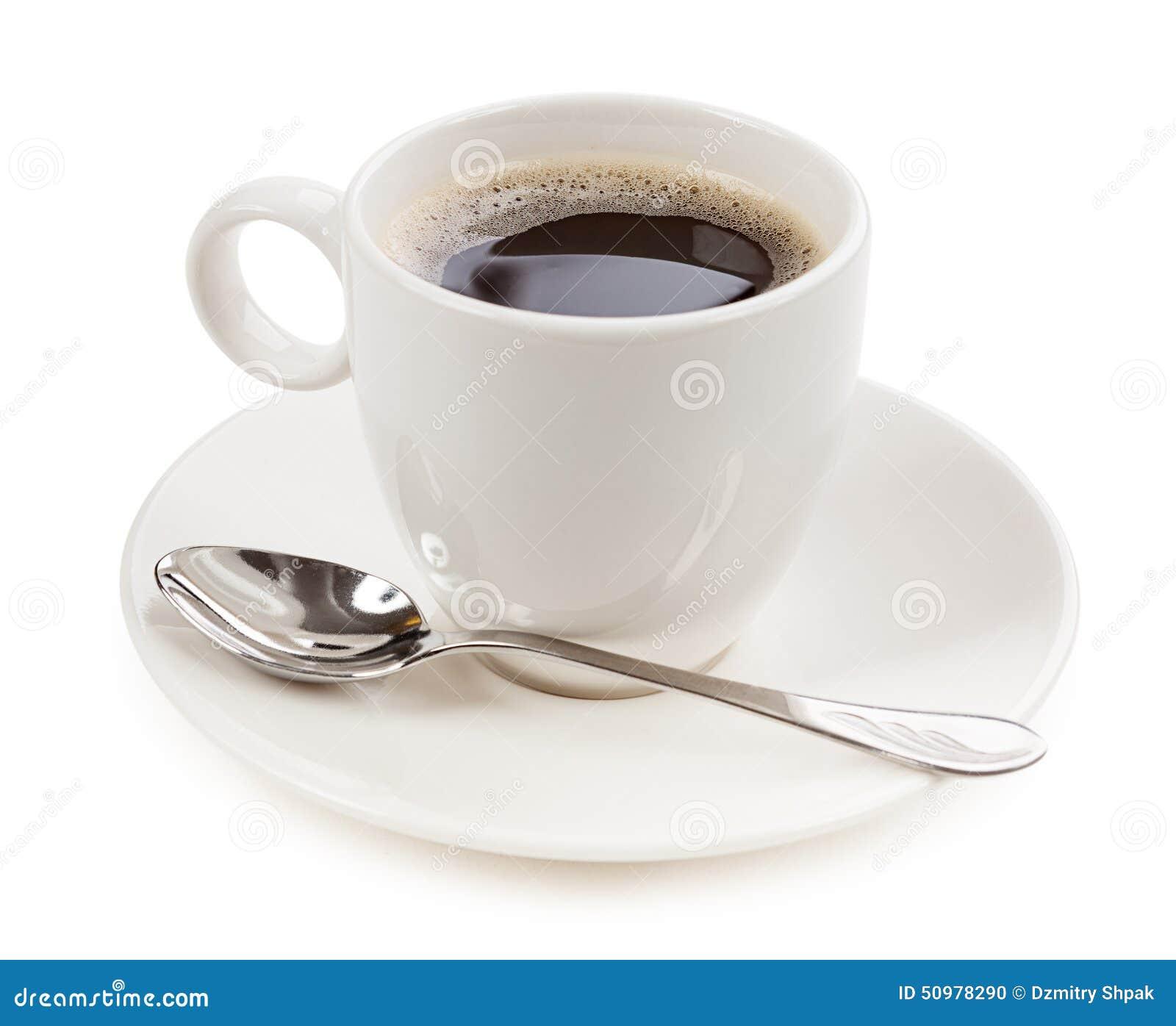 Koffie in een kop op witte achtergrond wordt geïsoleerd die