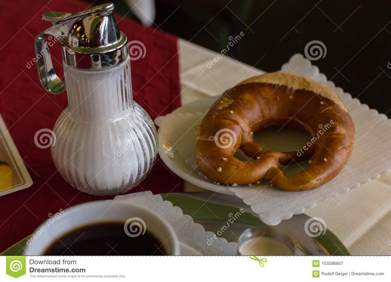 Koffie en Duitse pretzel