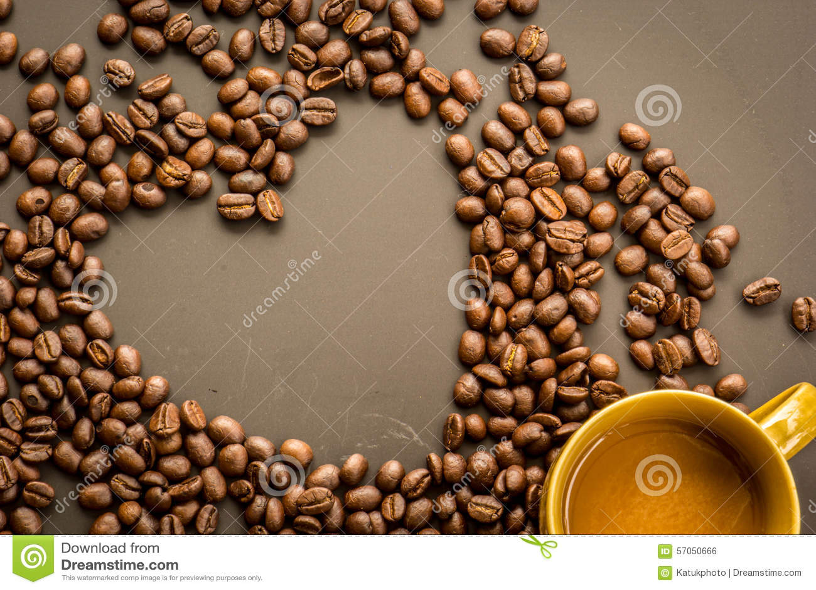 Koffie op grunge donkere achtergrond