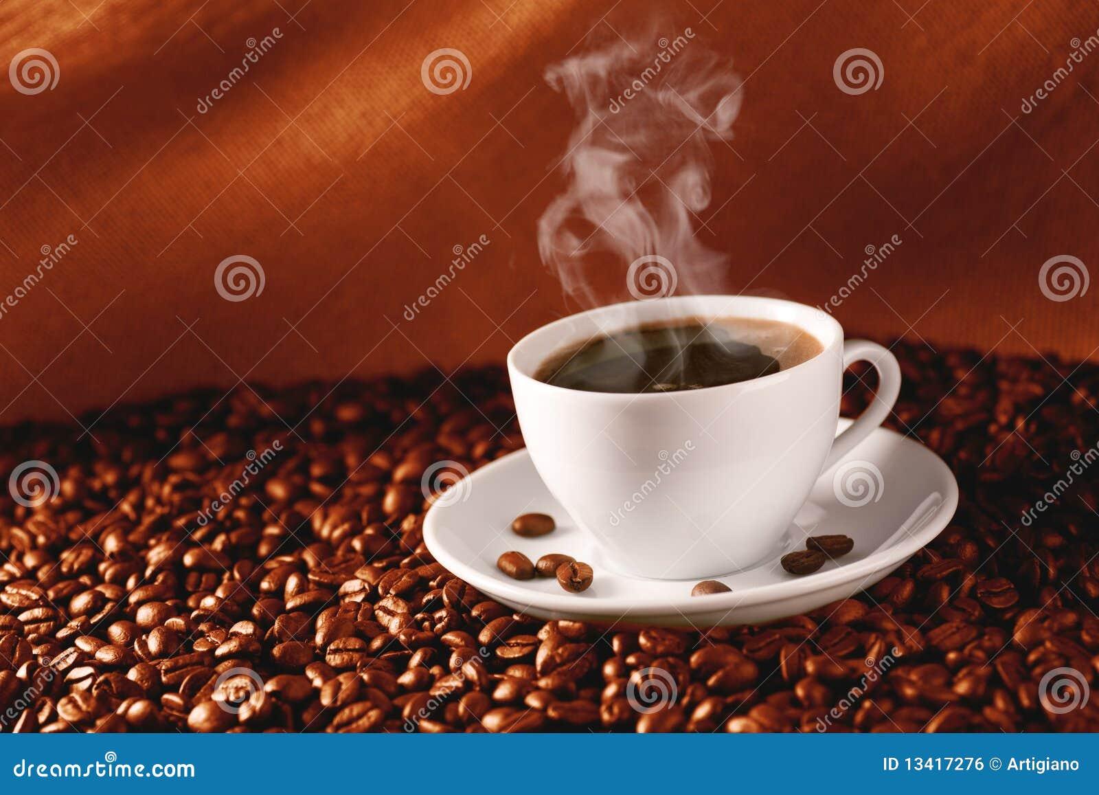 Koffie op koffie-bonen