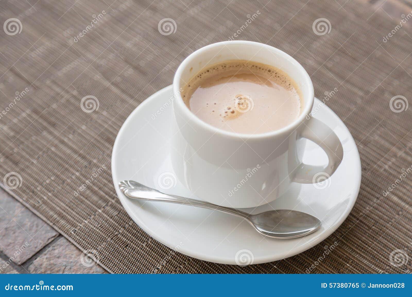 Koffie in witte kop