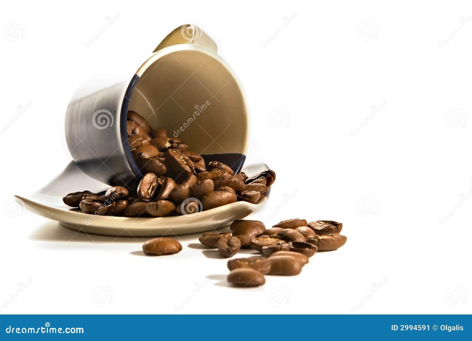 Koffiebonen in bruine kop
