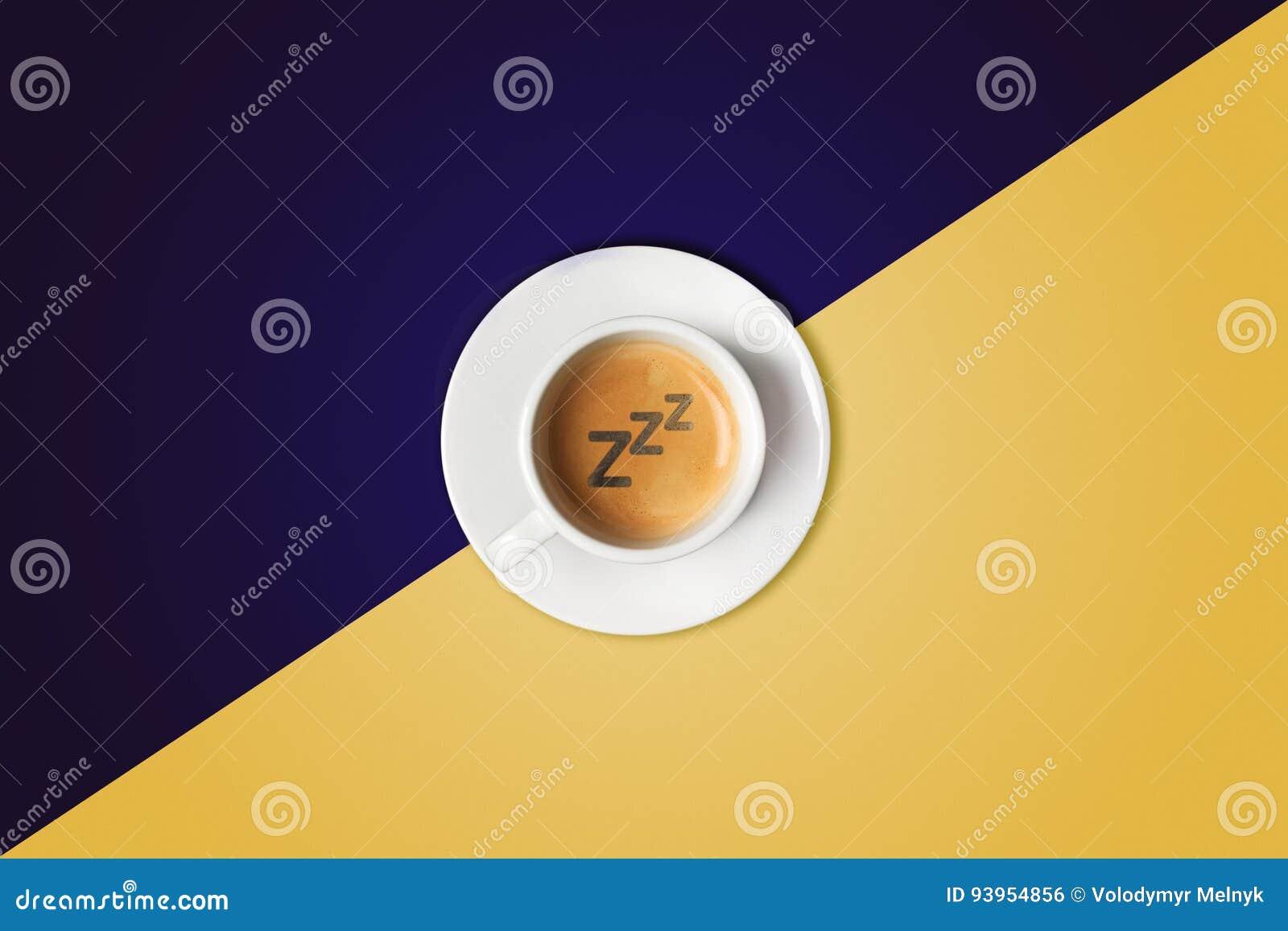 Koffiekop tegen kleurrijke achtergrond Mening van hierboven