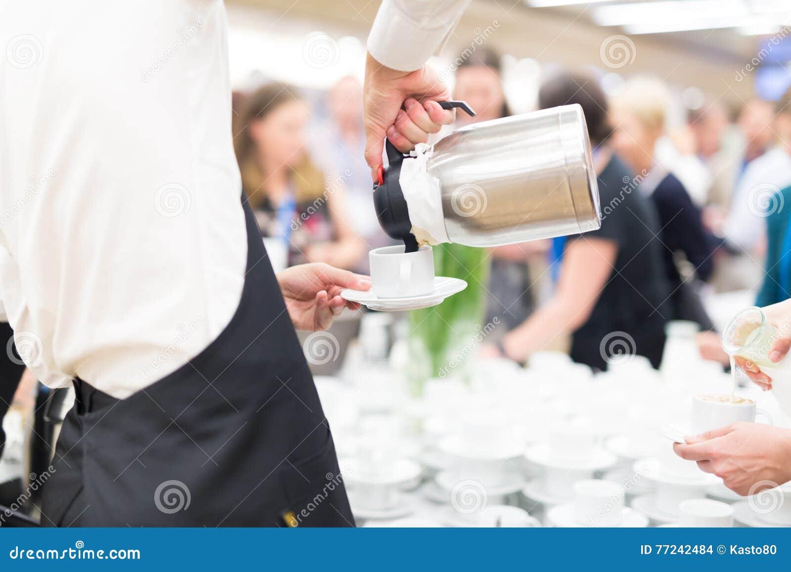 Koffiepauze op conferentievergadering
