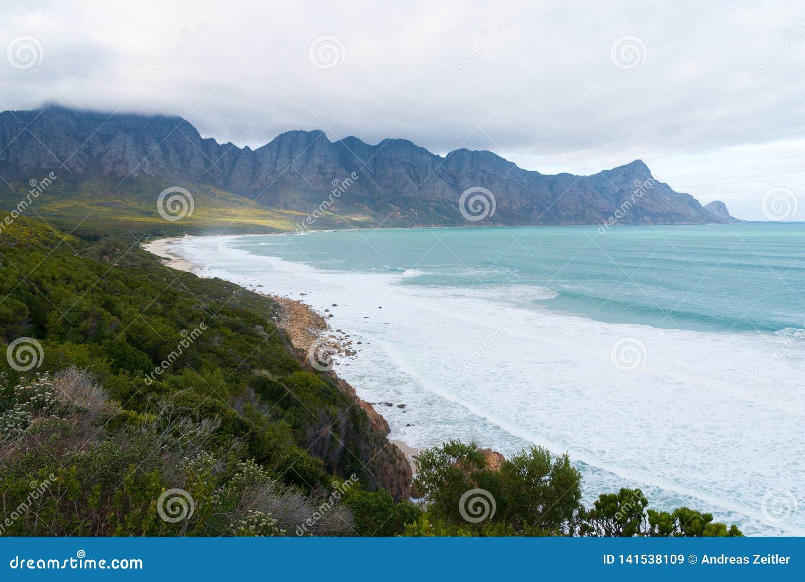 Kogel-Bucht-Strand, gelegen an Weg 44 im Ostteil der falschen Bucht nahe Cape Town, Südafrika