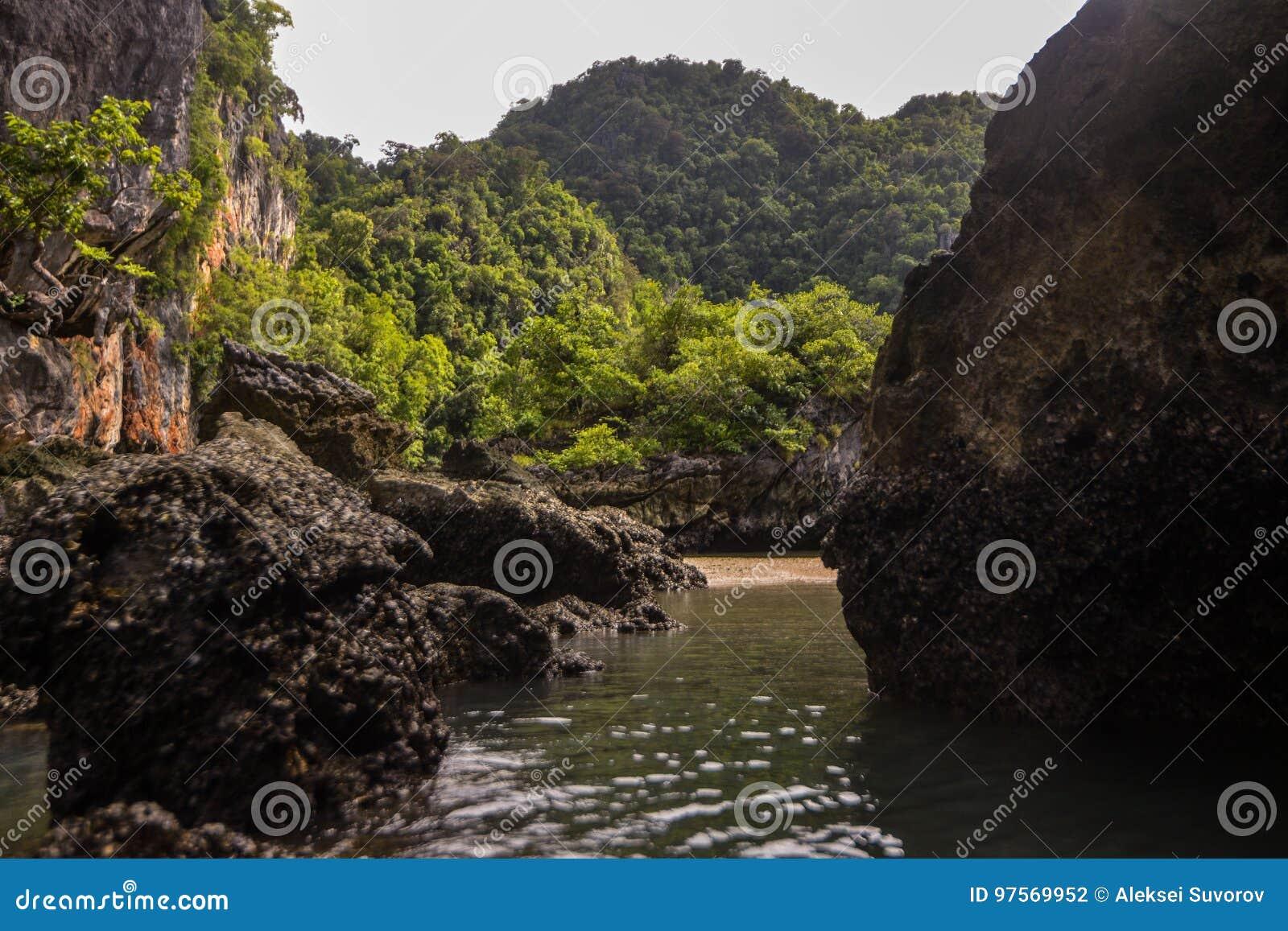 Koh κόλπος της Hong Phang Nga κοντά σε Phuket, Θάλασσα Ανταμάν