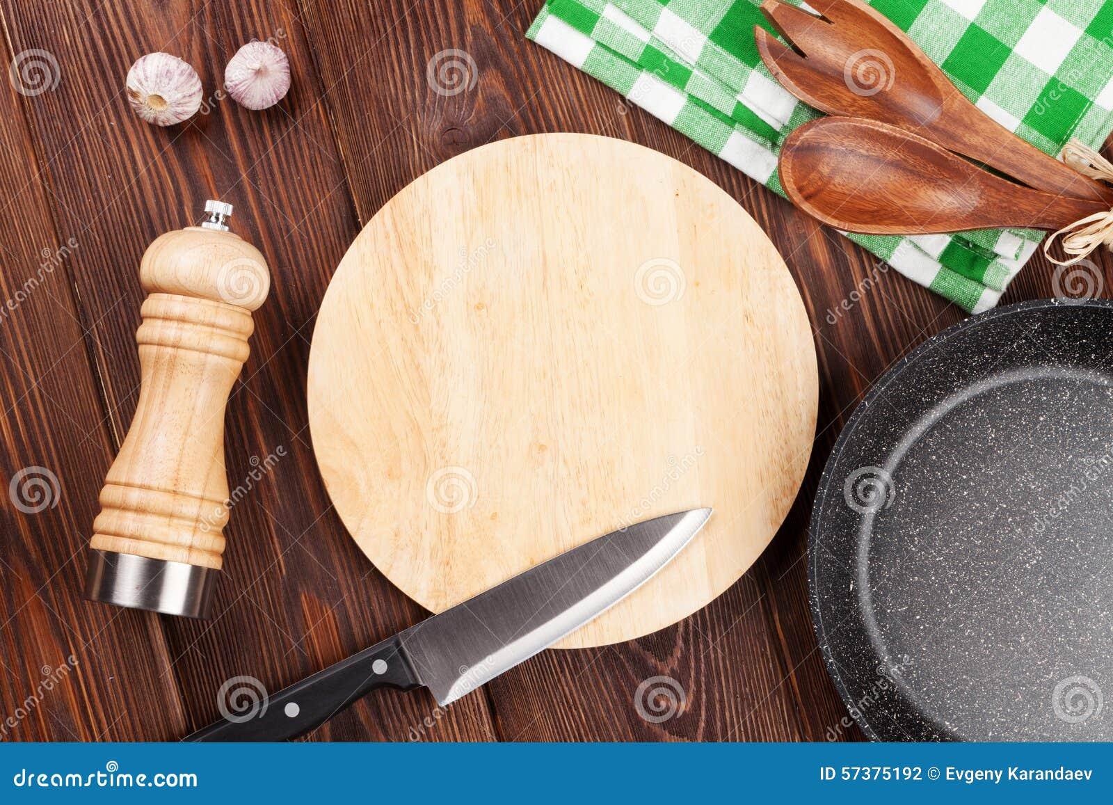 Kokend werktuig op houten lijst