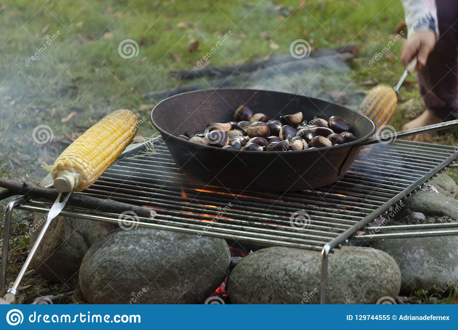 Kokende Kastanjes en Maïskolven op de Brand