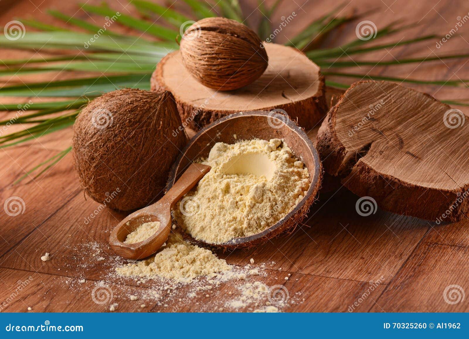 Kokosowa mąka na stole