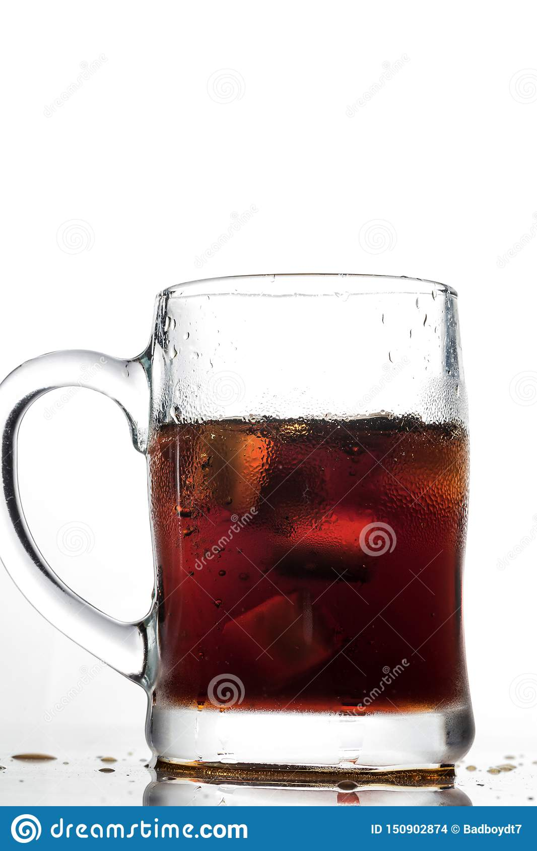 Koks und Eis in einem Glas