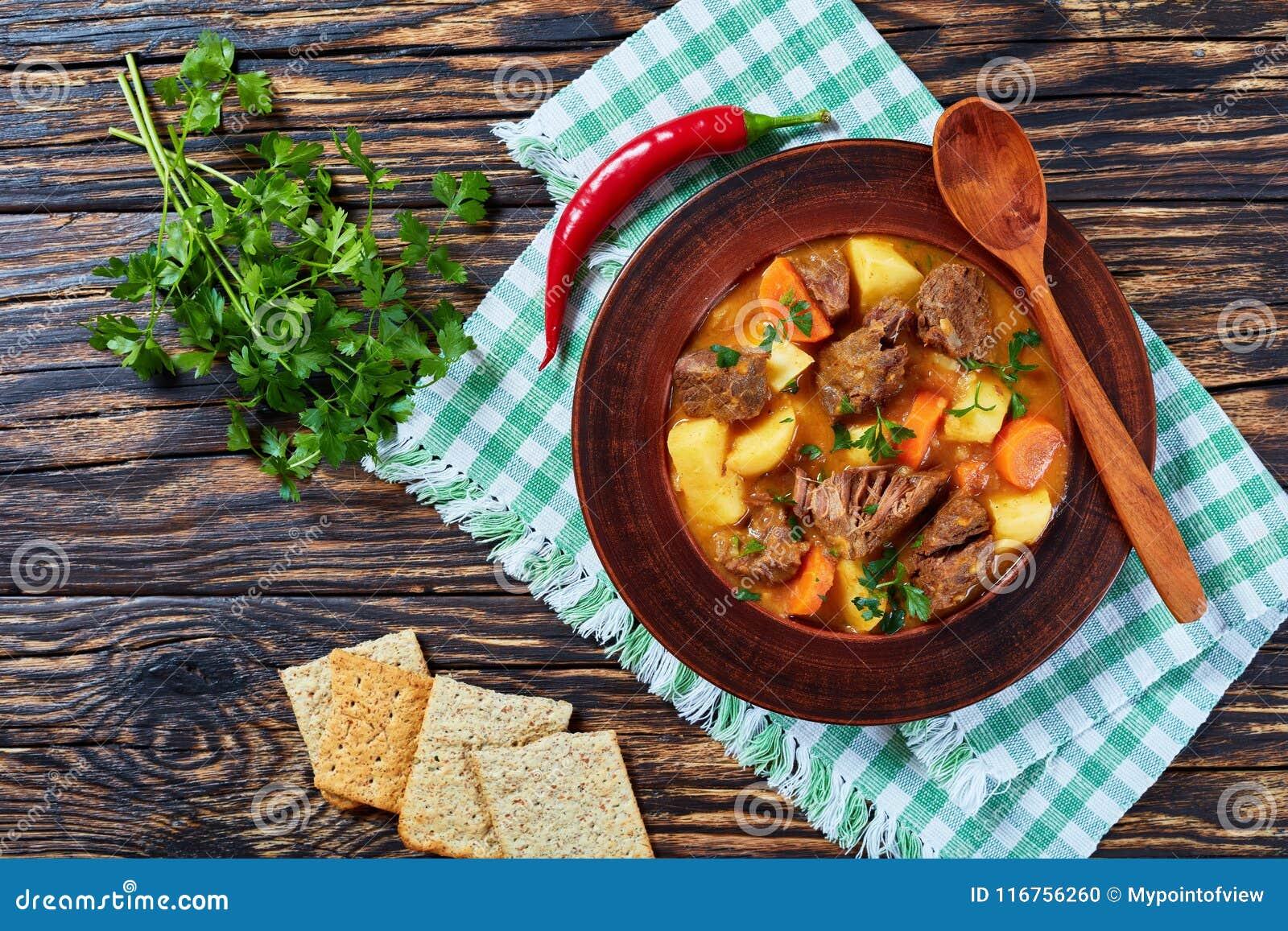 Kokt nötkött med potatisen och morötter