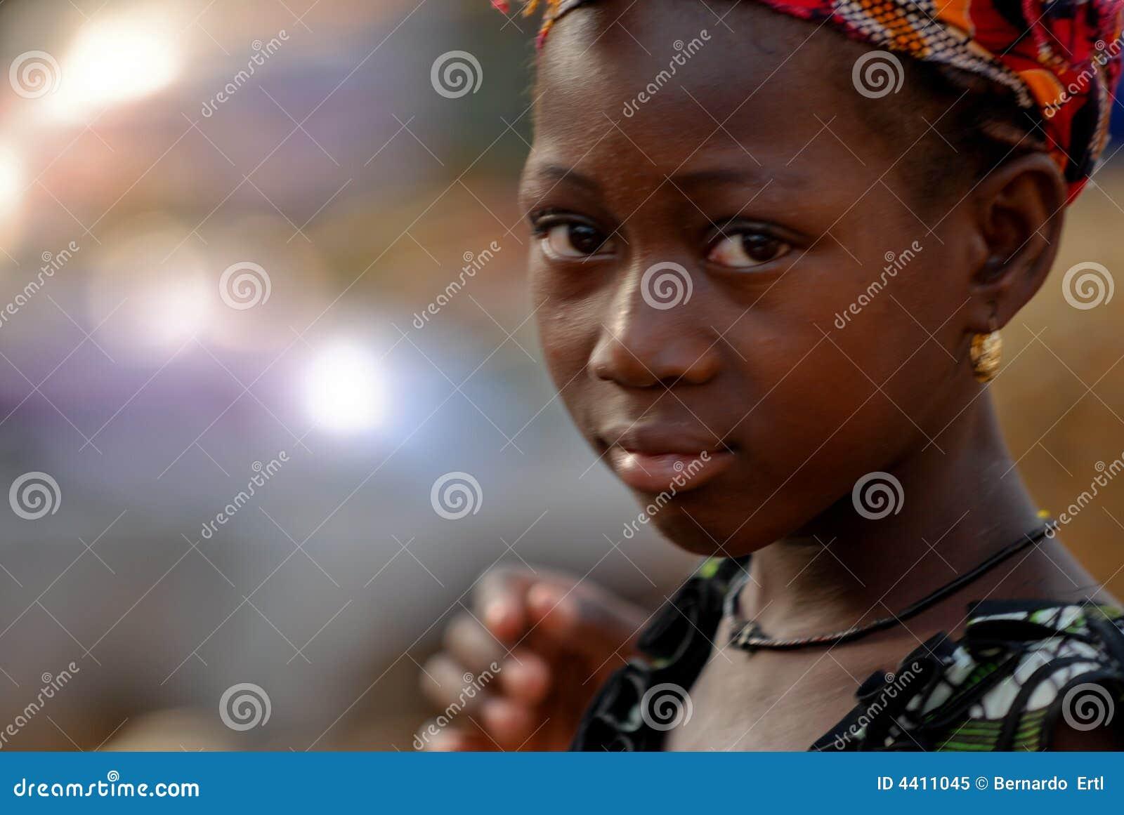 Kolczyk dziewczyny afrykańskie young