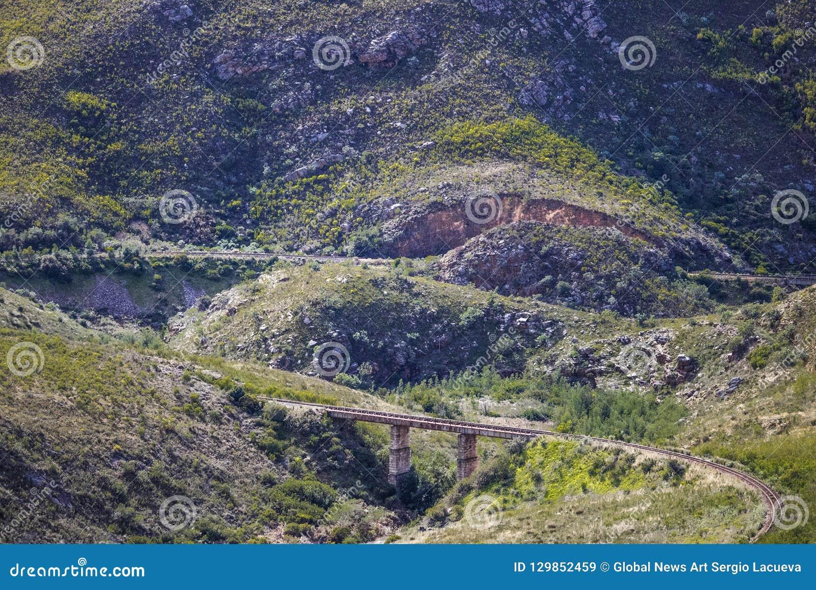 Kolejowy most przez masywnego pasma górskiego - Somerset Zachodni, Zachodni przylądek, Południowa Afryka