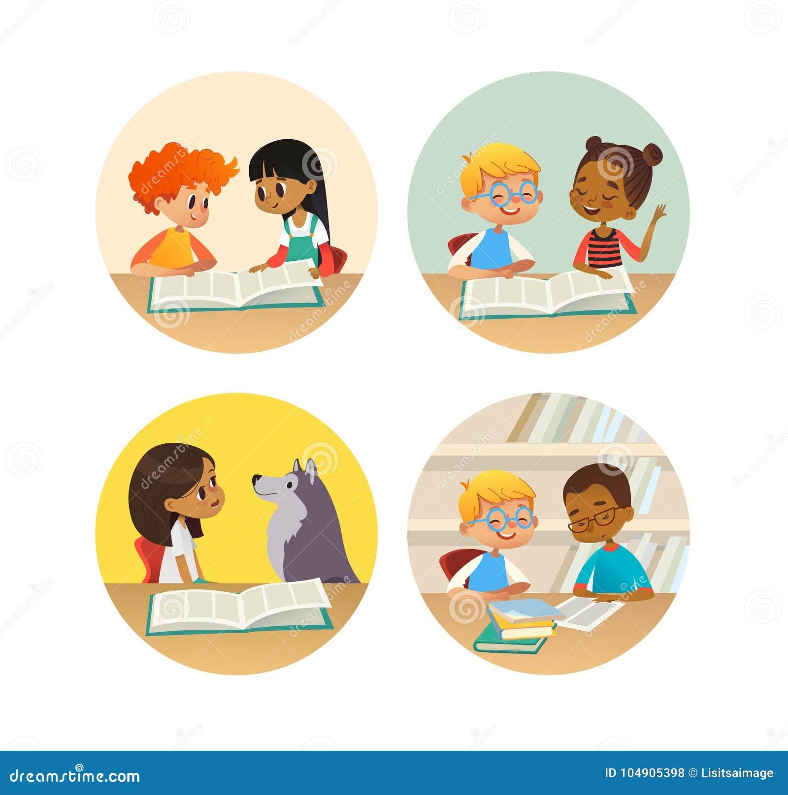 Kolekcja uśmiechniętych dzieci czytelnicze książki i opowiadać each inny przy szkolną biblioteką Set szkoła dzieciaków dyskutować