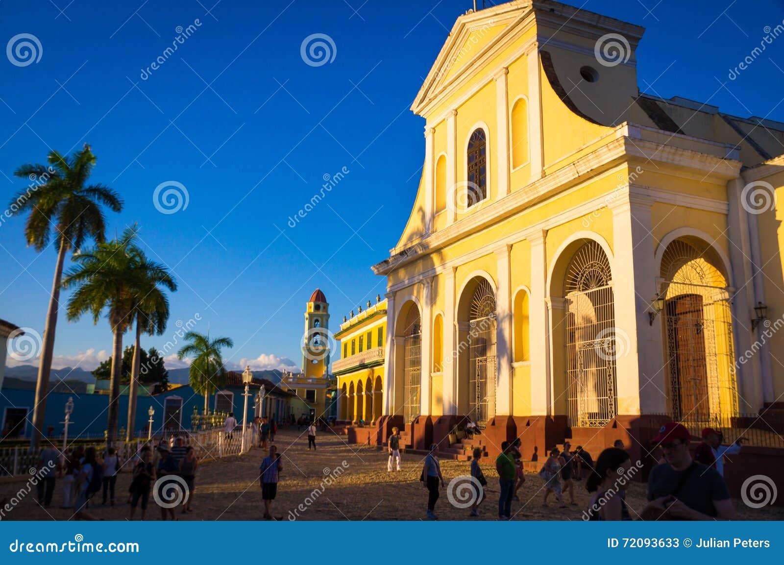 Kolonialkathedrale und Glockenturm in Trindad, Kuba