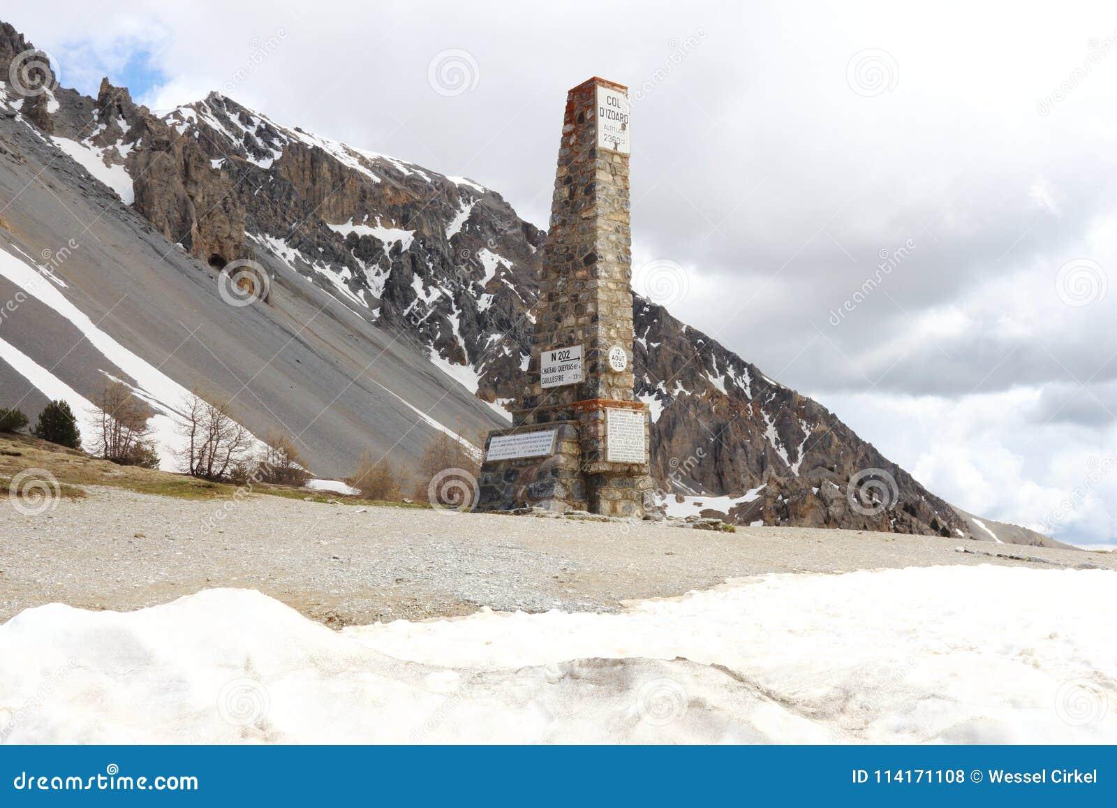 Kolonnen av `en Izoard för sänka D i franska naturliga Queyras parkerar