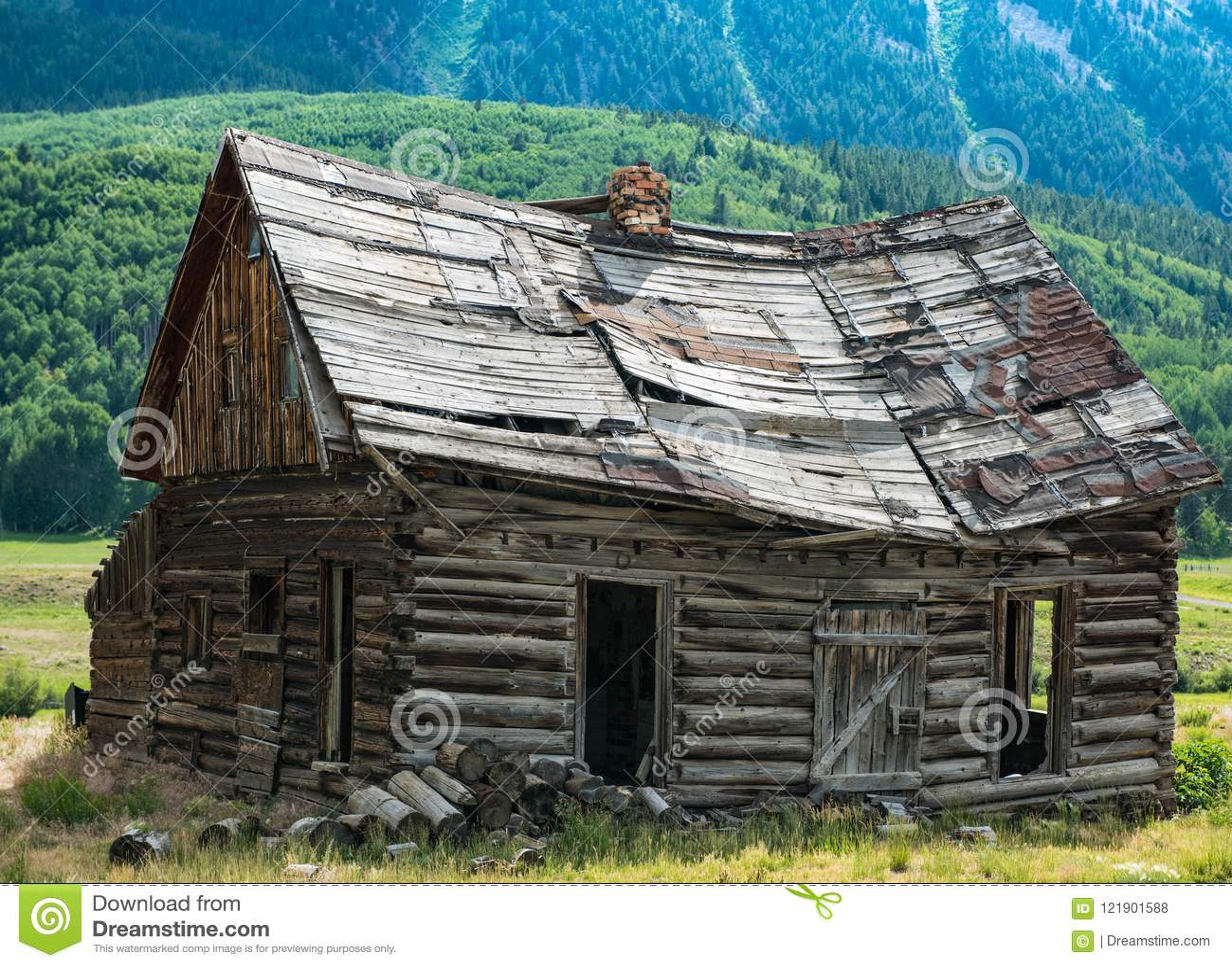 Kolorado pioniera beli kabina Blisko Czubatego Butte