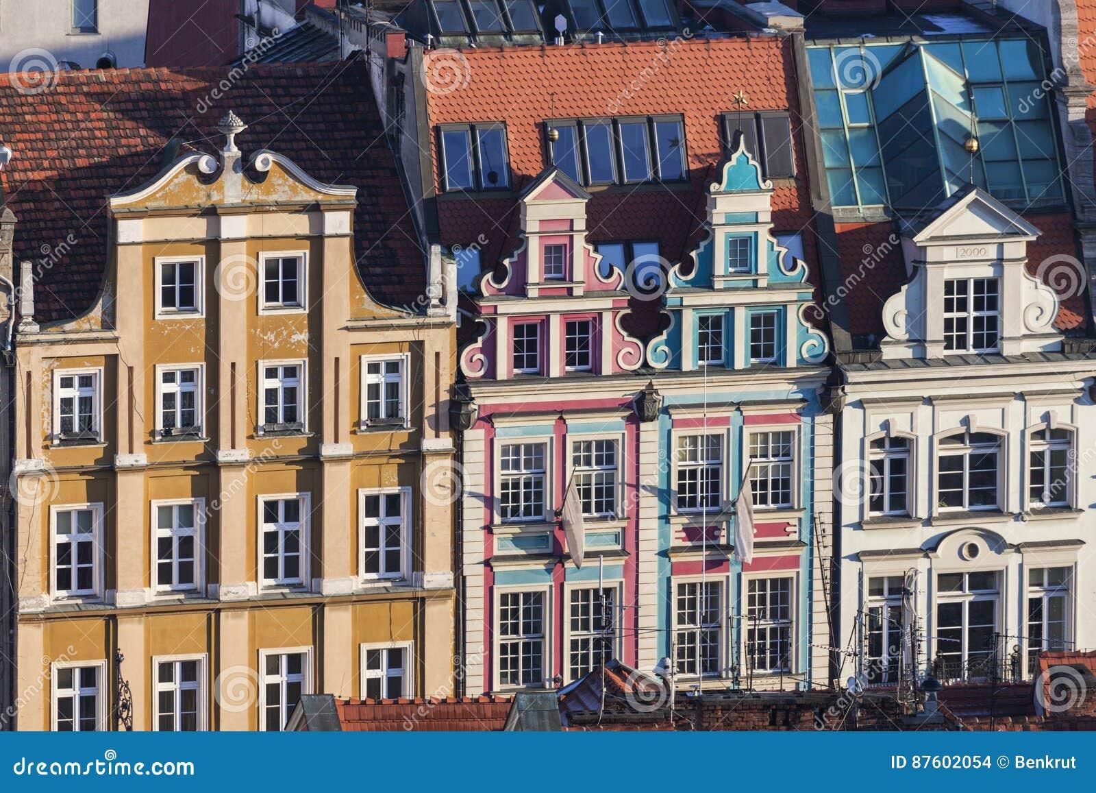 Kolorowa architektura Targowy kwadrat w Wrocławskim