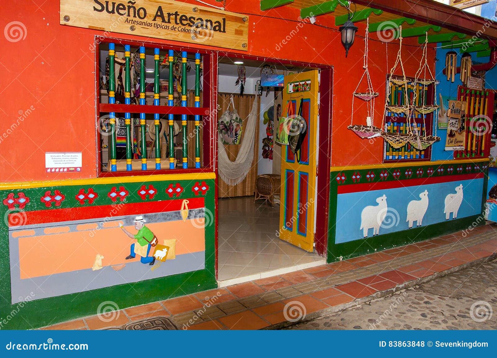 Kolorowa fasada w Guatape