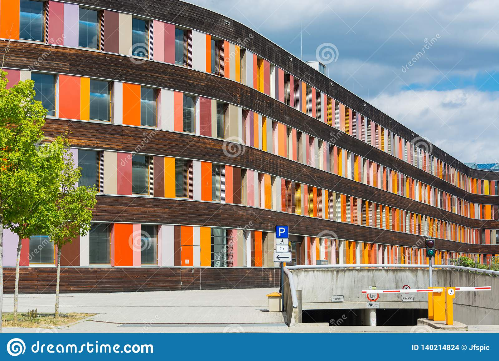 Kolorowa fasadowa Federacyjna środowisko agencja w Dessau