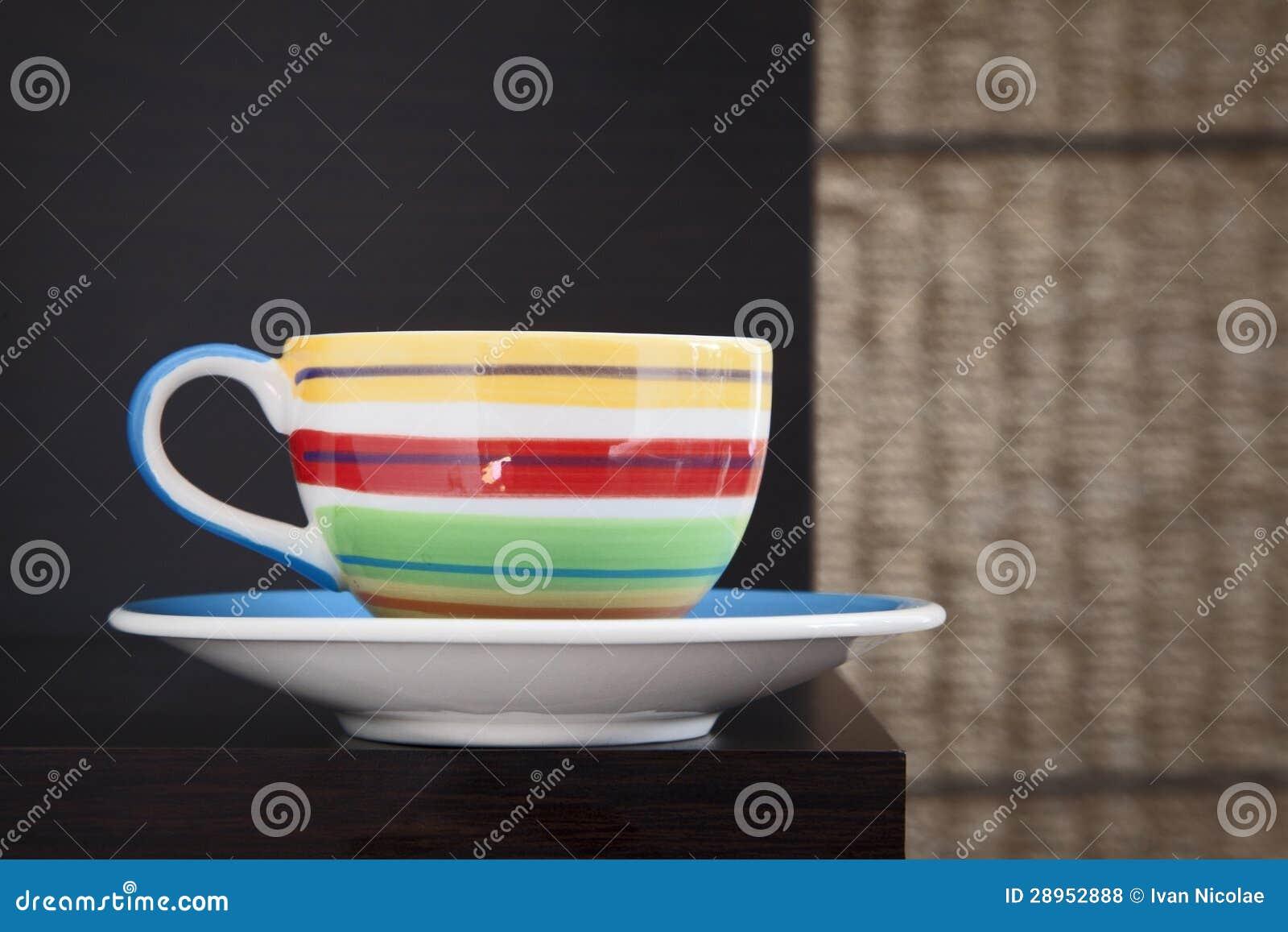 Kolorowa herbaciana filiżanka