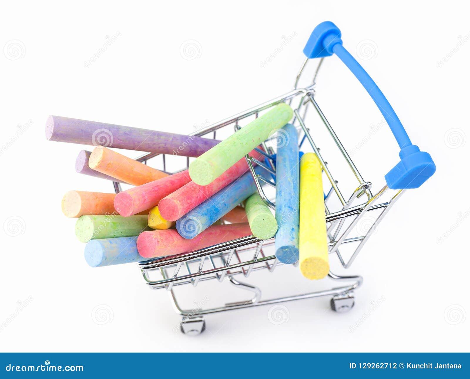 Kolorowa kreda na chromu wózek na zakupy