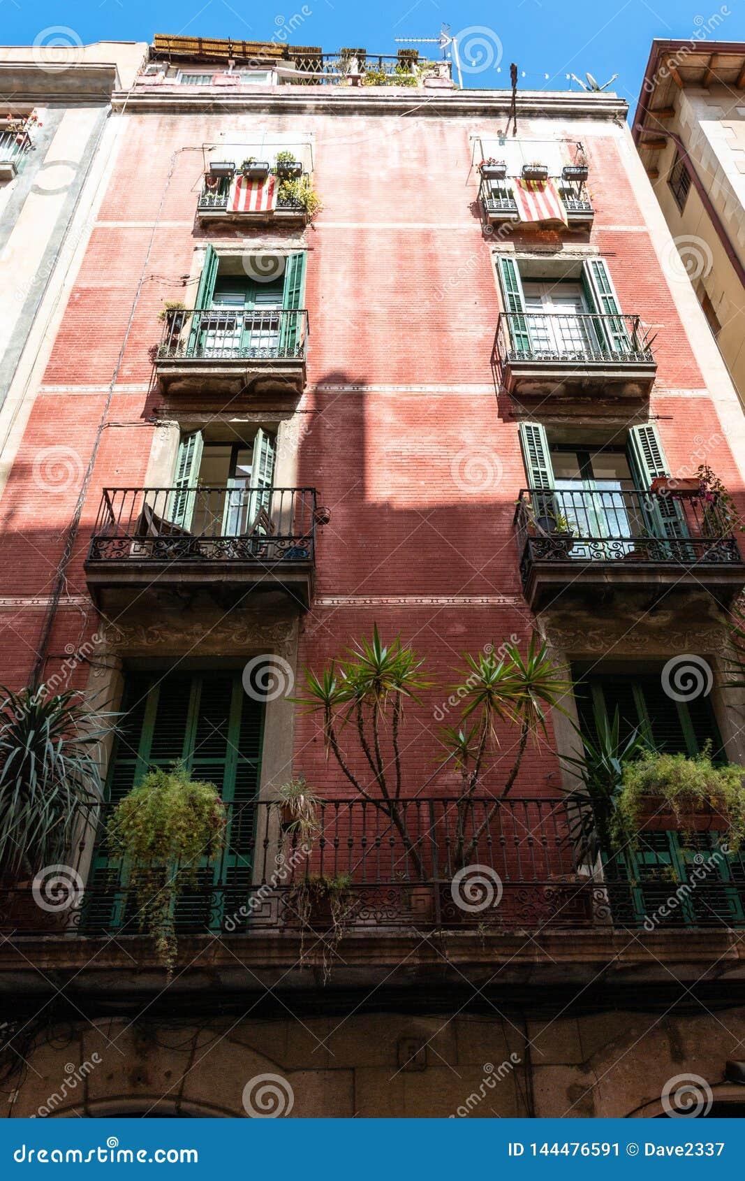 Kolorowa mieszkania Buiding fasada w Barcelona, Hiszpania
